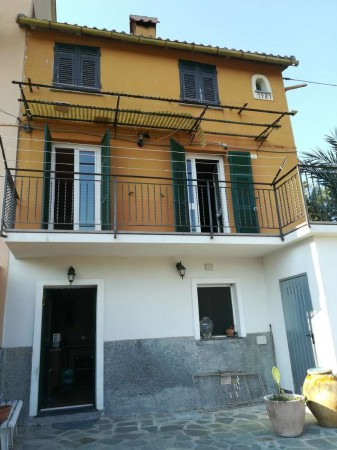 Casa indipendente in vendita a Avegno, Con giardino, 130 mq