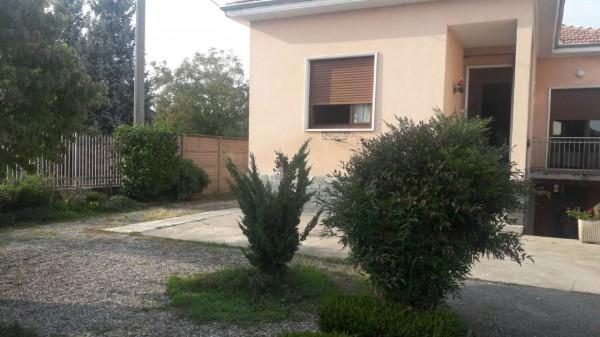 Casa indipendente in vendita a Busto Arsizio, Tranquilla, Con giardino, 130 mq