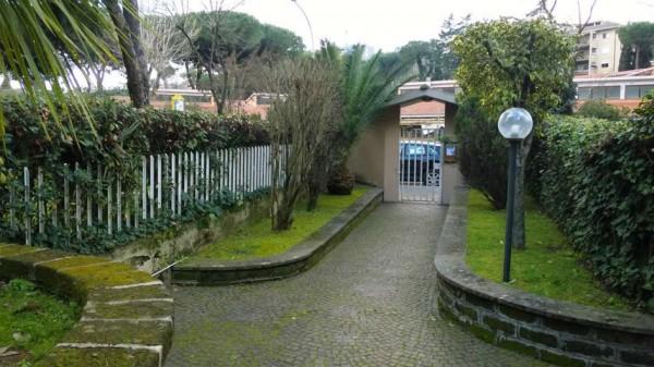 Appartamento in vendita a Roma, Mostacciano, Con giardino, 67 mq