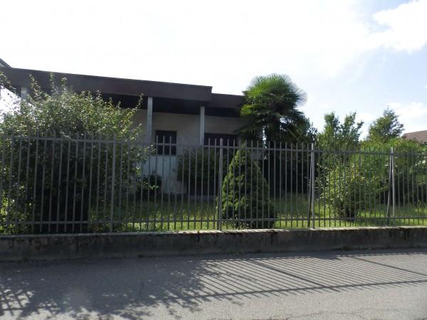 Casa indipendente in vendita a Lentate sul Seveso, Centro Spostivo, Con giardino