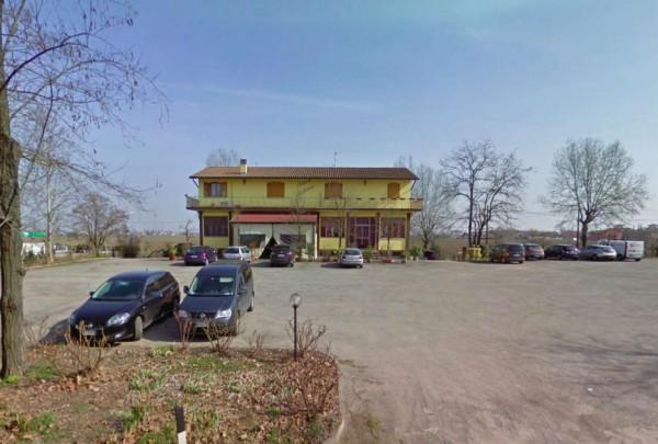 Locale Commerciale  in vendita a San Giovanni in Persiceto, Arredato, 250 mq