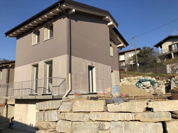 Villetta a schiera in vendita a Caravate, Residenziale, Con giardino, 130 mq