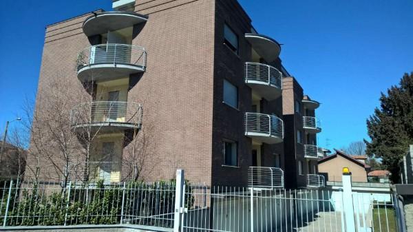 Appartamento in affitto a Magenta, Semi-centrale, 80 mq