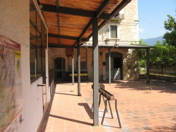 Locale Commerciale  in vendita a Capestrano, Periferia, Con giardino, 470 mq - Foto 10
