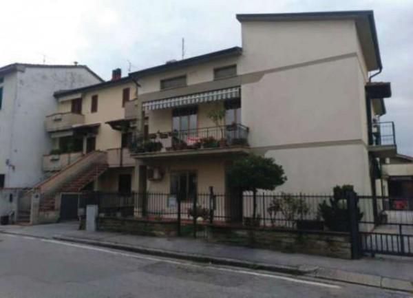 Appartamento in vendita a Prato, Con giardino, 85 mq