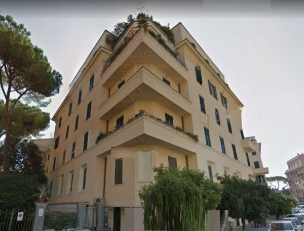 Appartamento in vendita a Roma, 180 mq