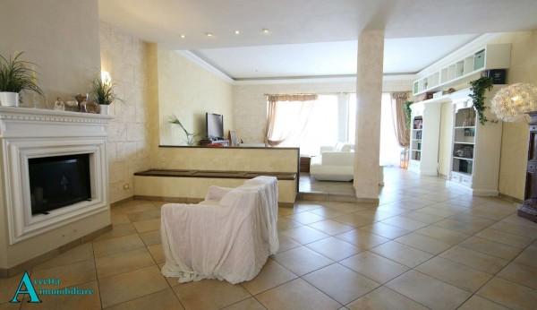 Appartamento in vendita a Taranto, Residenziale, Con giardino, 137 mq