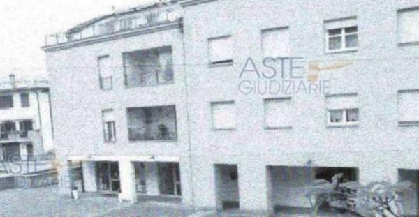 Appartamento in vendita a Pistoia, Centro, 74 mq