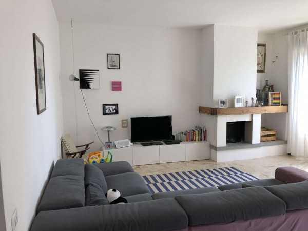 Appartamento in vendita a Gavirate, Centrale, Con giardino, 146 mq