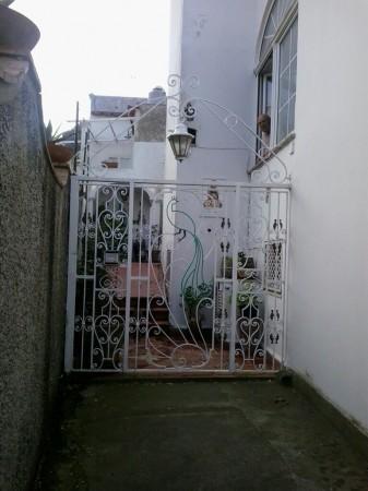 Appartamento in vendita a Capri, Capri, Con giardino, 75 mq