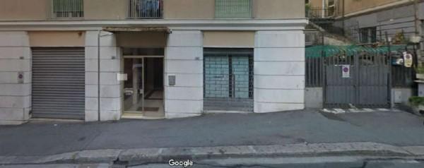 Locale Commerciale  in vendita a Genova, 110 mq