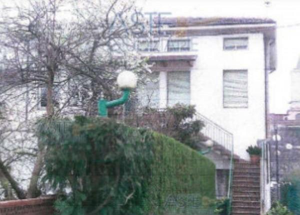 Appartamento in vendita a Agliana, Centro, Con giardino, 96 mq