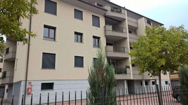 Appartamento in vendita a Magenta, Semi-centrale, Con giardino, 80 mq