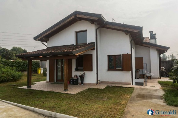 Appartamento in vendita a Rho, 200 mq