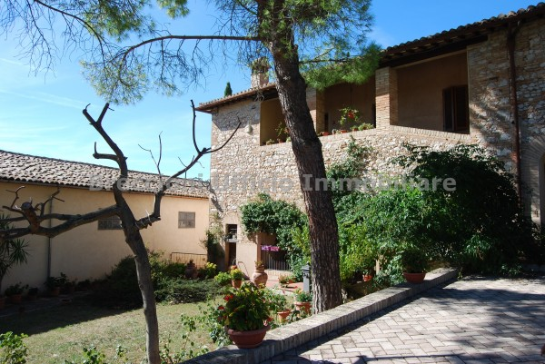 Rustico/Casale in vendita a Trevi, Borgo Trevi, Con giardino, 320 mq