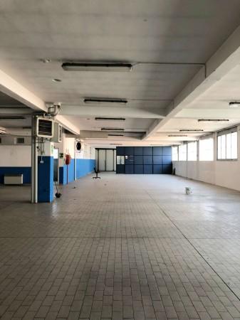 Capannone in vendita a Torino, Mirafiori Sud, 780 mq