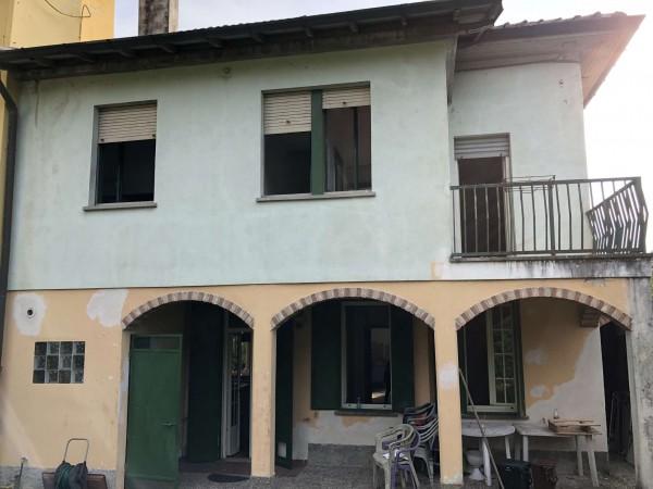 Villa in vendita a Biandronno, Centrale, Con giardino, 260 mq