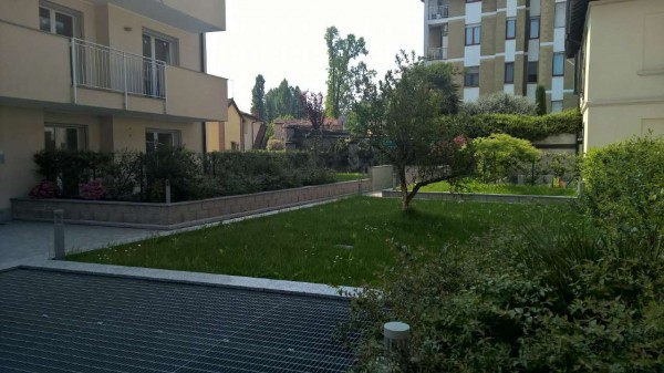 Appartamento in vendita a Corbetta, Centro, Con giardino, 60 mq