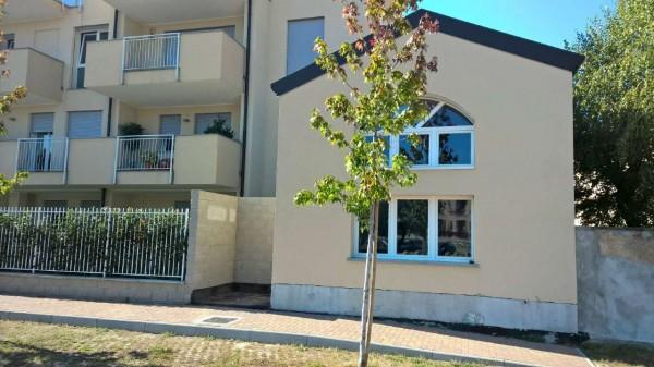Appartamento in vendita a Corbetta, Centro, Con giardino, 120 mq