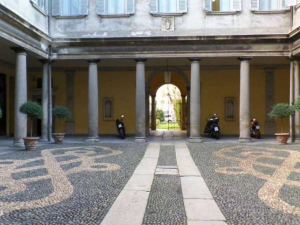 Ufficio in vendita a Milano, Via Olmetto, 300 mq