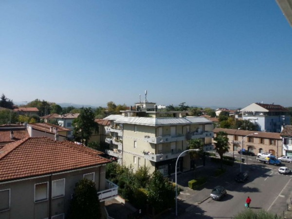 Appartamento in affitto a Forlì, Piscina, 81 mq
