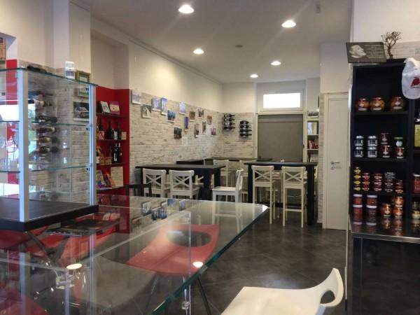 Locale Commerciale  in vendita a Torino, 215 mq - Foto 1