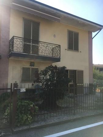 Villa in vendita a Boffalora d'Adda, Residenziale, Con giardino, 217 mq