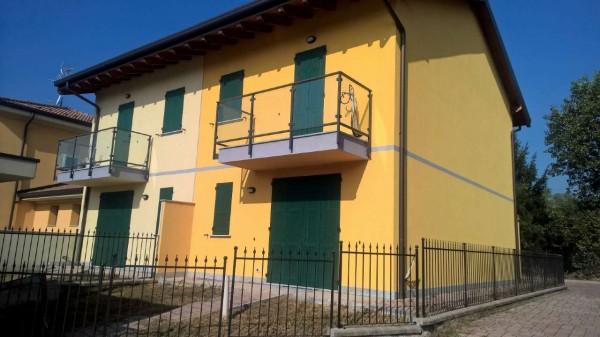 Villetta a schiera in affitto a Cornaredo, Residenziale, Con giardino, 180 mq