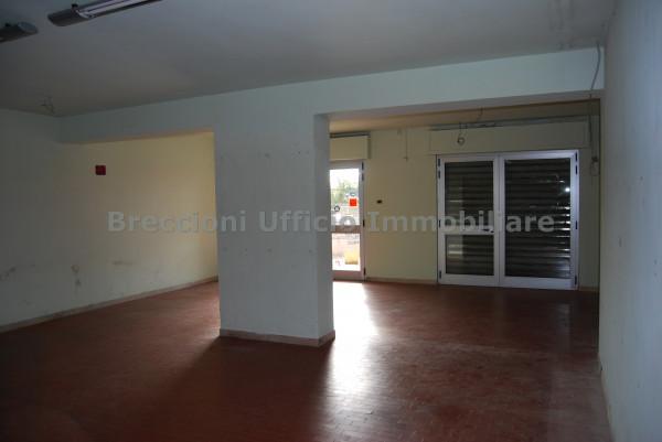 Negozio in vendita a Trevi, Matigge, Con giardino, 270 mq - Foto 4