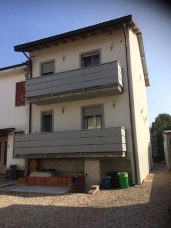 Villa in vendita a San Martino in Strada, Con giardino, 150 mq