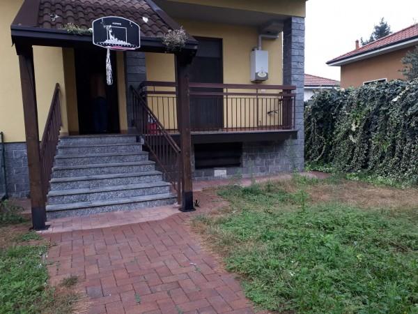 Appartamento in vendita a Garbagnate Milanese, Centro, Con giardino, 70 mq