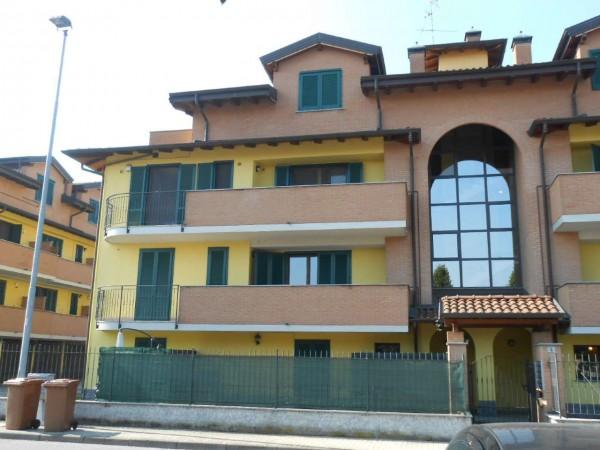 Appartamento in vendita a Carpiano, Residenziale, Con giardino, 92 mq