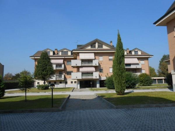 Appartamento in vendita a Carpiano, Residenziale, Con giardino, 143 mq