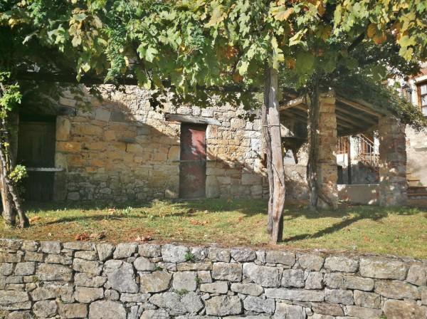 Rustico/Casale in vendita a Pescaglia, Loc. Batoni, Con giardino, 3400 mq