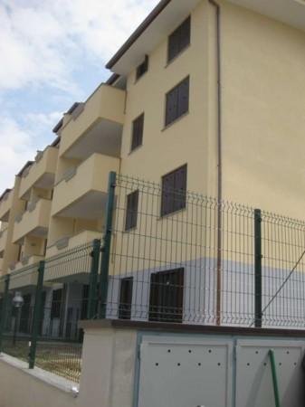 Appartamento in vendita a Bollate, A 50 Mt. Ferrovia Nord Milano, Con giardino, 109 mq