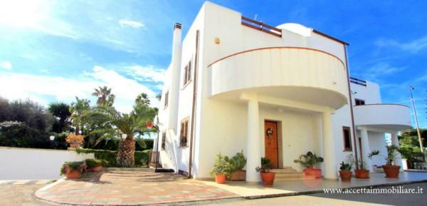 Villa in vendita a Taranto, Residenziale, Con giardino, 205 mq