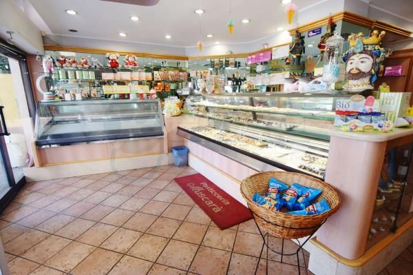 Locale Commerciale  in vendita a Caronno Pertusella, Cento, 110 mq