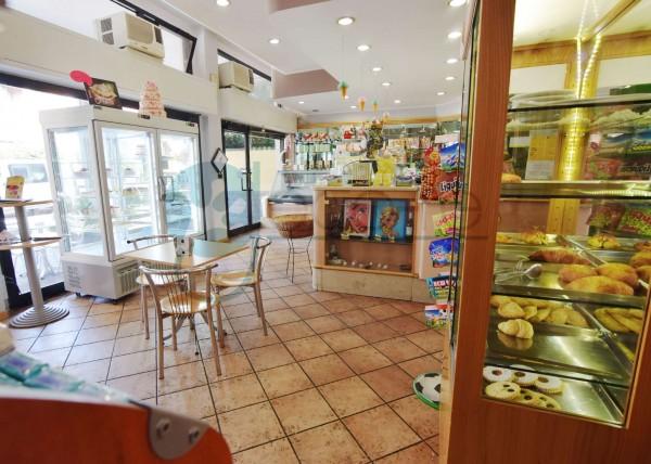Locale Commerciale  in vendita a Caronno Pertusella, Cento, 110 mq - Foto 3