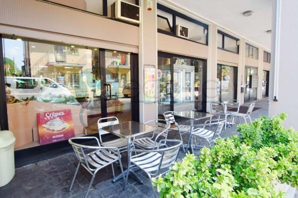 Locale Commerciale  in vendita a Caronno Pertusella, Centro, Arredato, 110 mq