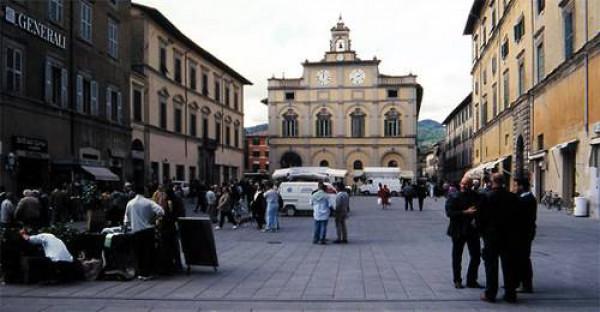 Locale Commerciale  in affitto a Città di Castello, Centro Storico, 100 mq