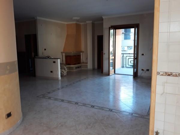 Appartamento in affitto a Trentola-Ducenta, Centrale, 110 mq