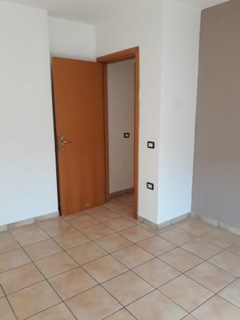 Trilocale in affitto a Trentola-Ducenta, Centrale, Con giardino, 80 mq