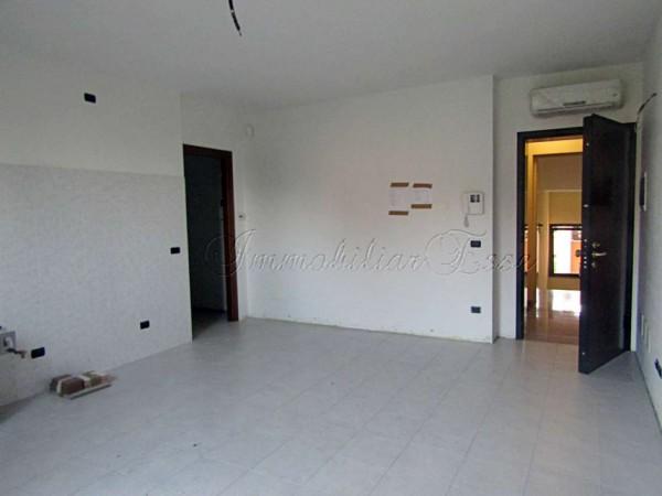 Appartamento in vendita a Peschiera Borromeo, Con giardino, 71 mq