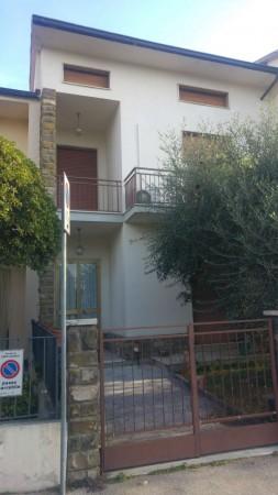 Casa indipendente in vendita a Campi Bisenzio, La Villa, Con giardino, 180 mq
