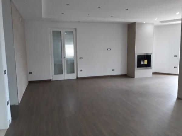 Appartamento in vendita a Trentola-Ducenta, Centralissima, 205 mq