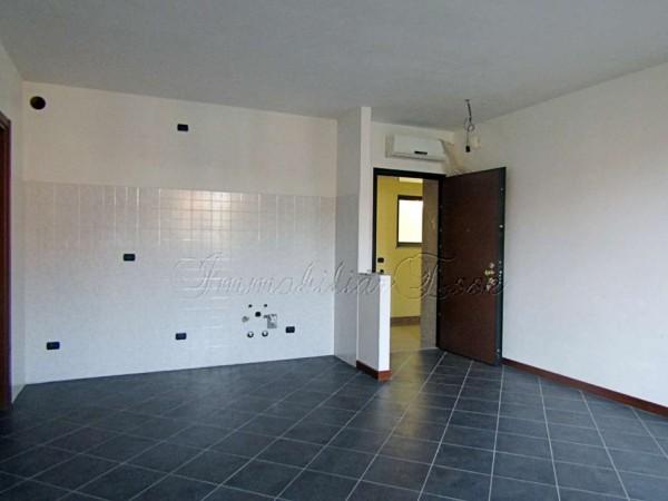 Appartamento in vendita a Peschiera Borromeo, Con giardino, 73 mq