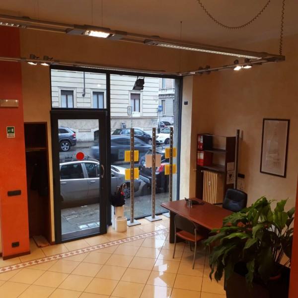 Locale Commerciale  in vendita a Torino, Cit Turin, 115 mq