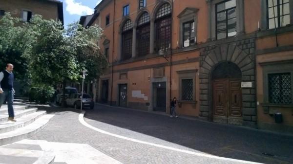 Locale Commerciale  in affitto a Viterbo, Centro Ztl, 50 mq
