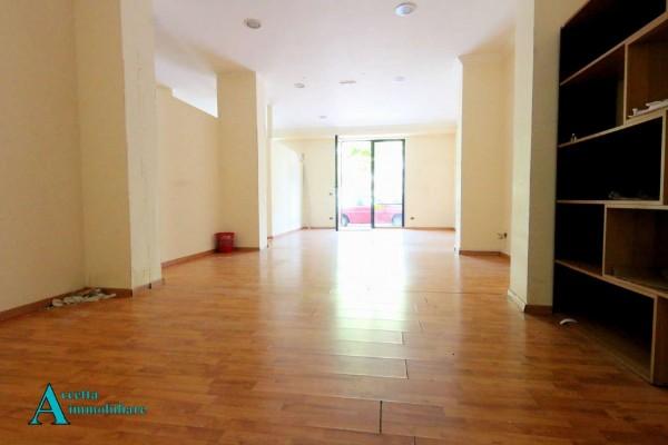 Locale Commerciale  in affitto a Taranto, Semicentrale, 95 mq