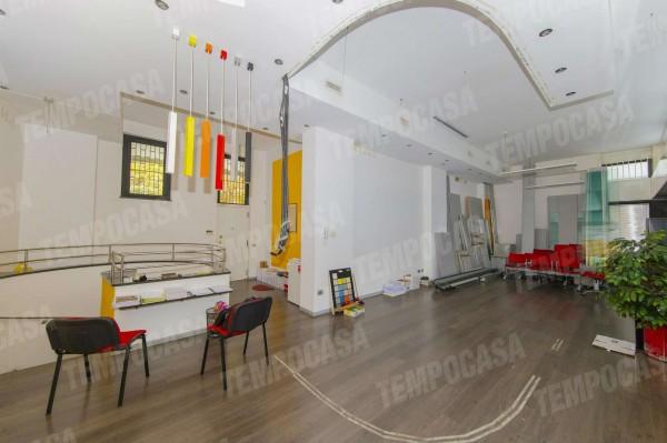 Locale Commerciale  in vendita a Milano, Affori Centro, 250 mq